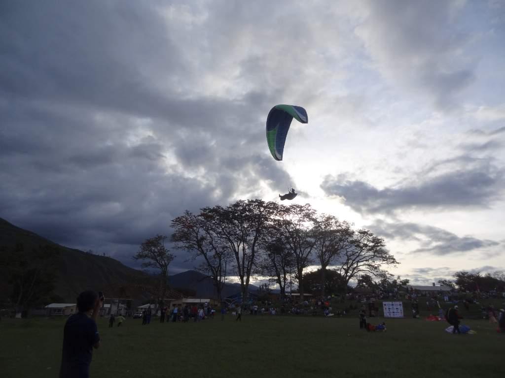 Las condiciones para volar en Irupana son únicas. La actividad de los deportistas empieza desde muy temprano y se extiende todo el día.
