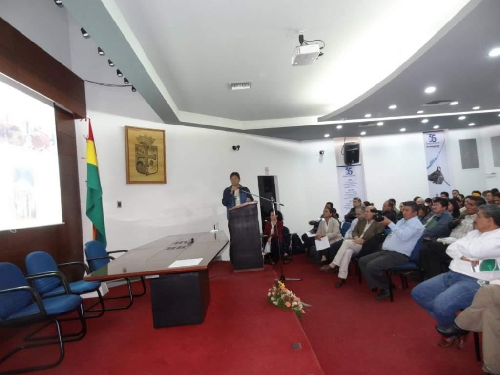 Katsumi Bany, alcalde del municipio de San Juan (Yapacani), durante su intervención en el 1er Encuentro Nacional de Educación Ambiental para el Desarrollo Sostenible.