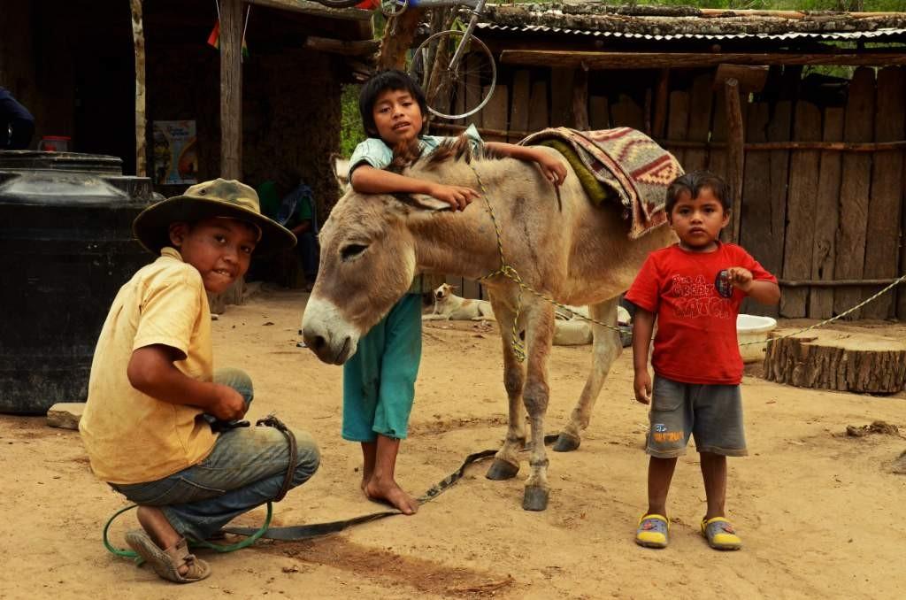 Niños de Yumao con Jincho el burro (1)