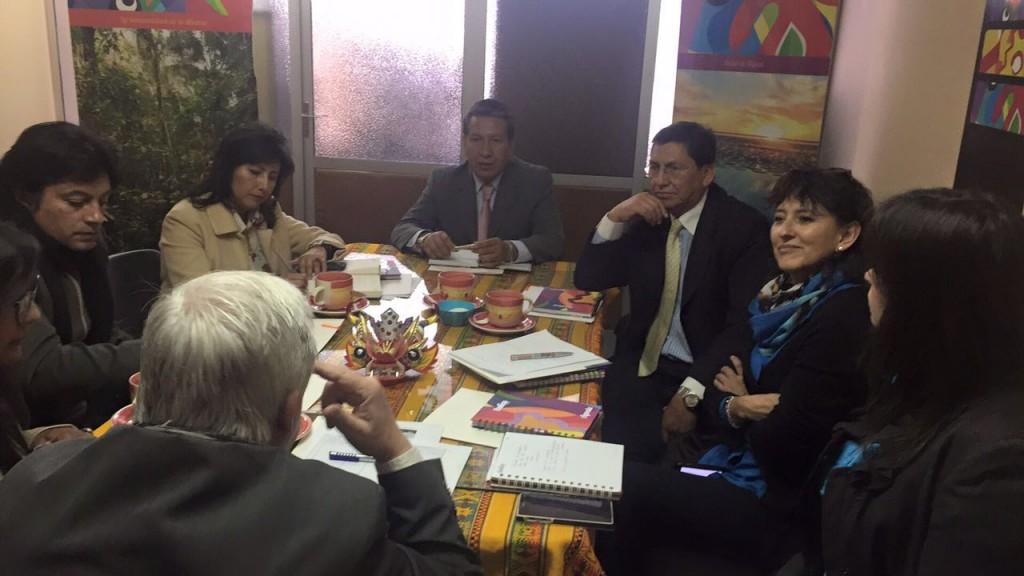 El experto se reunió con directores de la carrera de Turismo de universidades de La Paz.