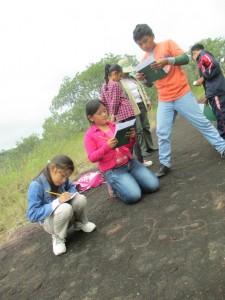 actividad didactica con los ninos de Quimomo y sitio de arte rupestre