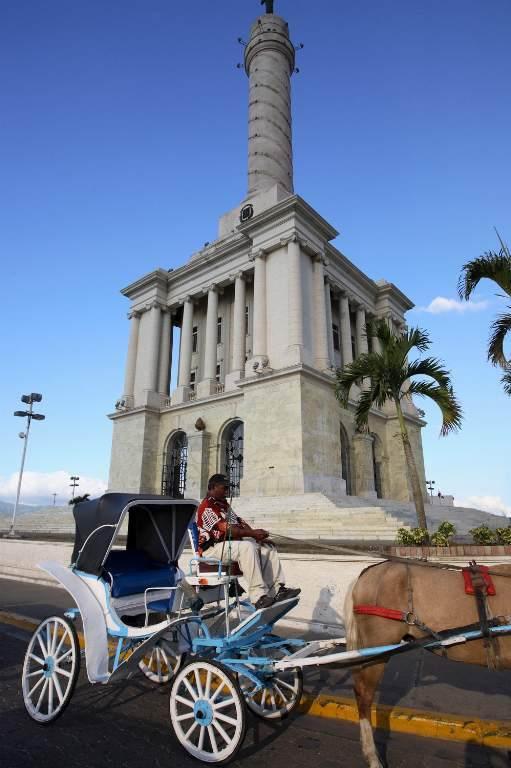 monumento-a-los-heroes_-en-santiago-de-los-caballeros