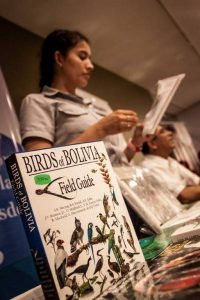 birds-of-bolivia-field-guide-en-la-feria-de-publicaciones-cientificas-scz-noviembre---2016_34176432891_o