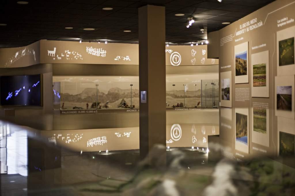 Esta sala está llena de maquetas que muestran cómo sobrevivían nuestros ancestros. Foto: Patricio Crooker ©