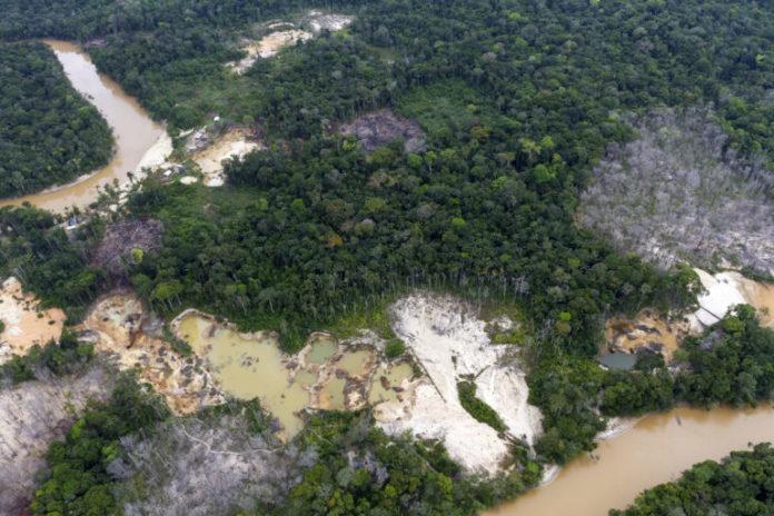 El especial Amazonía en la encrucijada analiza el impacto de las carreteras en seis países amazónicos. Foto: GAiA Amazonas.